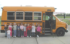 Image Children in Front of Bus
